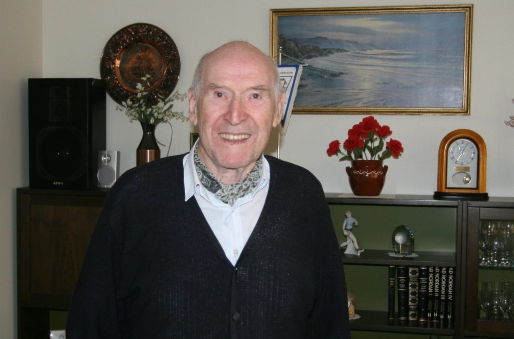 Þorsteinn Þorvaldsson látinn